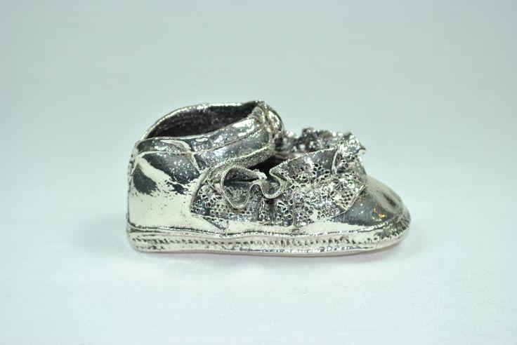 Patuco metalizado en plata.  Irulea Moda infantl y lencería femenina #irulea #donostia #sansebastian #bayfashion #modainfantil #lenceria #princesscharlotte #newroyalbaby #ropaniños #princesacarlota #zapatos #shoes