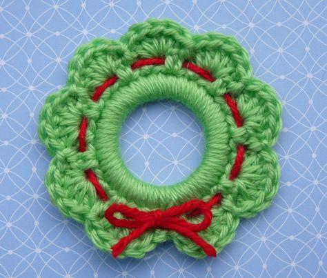 Make It: Crochet Christmas Wreath Ring Ornament Free Pattern & Tutorial #crochet #christmas