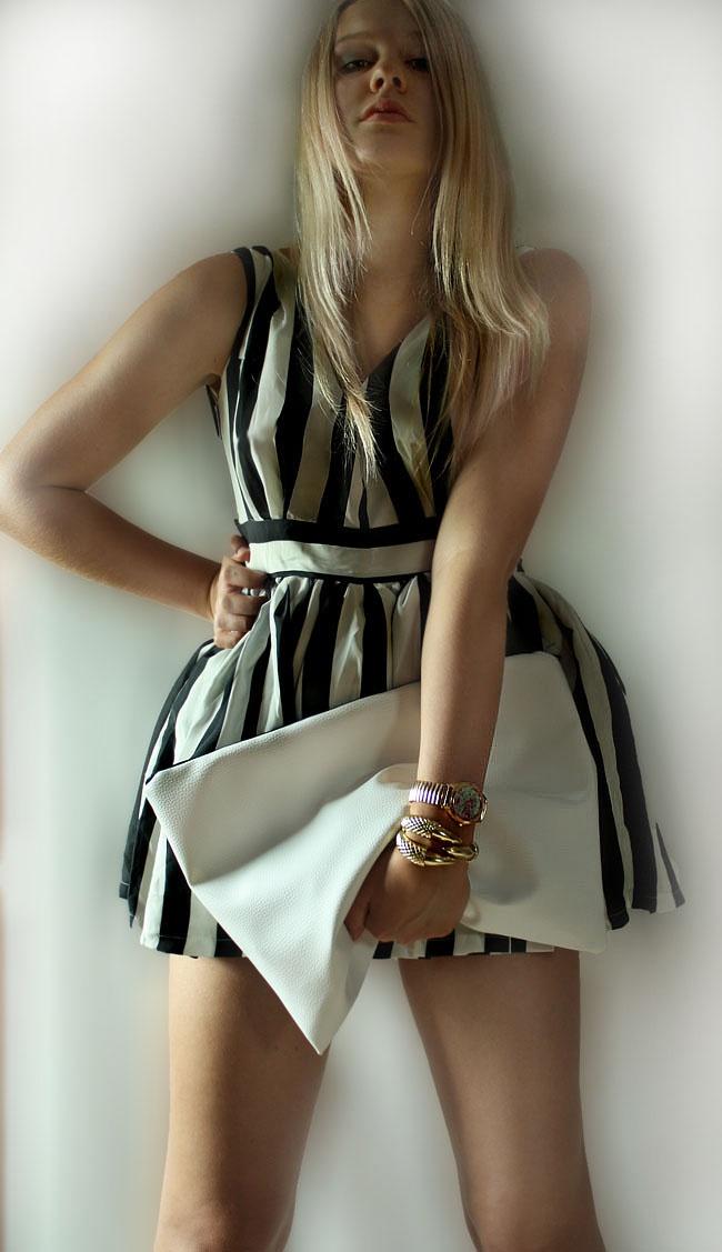 monochrome dress & hawk claw braceletMidi Dresses, Monochrome Dresses, Monochrome Midi, High Fashion, Hawks Claw, Claw Bracelets, Kinda Fashion, Random Inspiration, Corlor Dresses