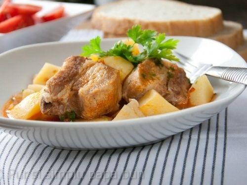 Tocăniță de cartofi cu costițe de porc marinate