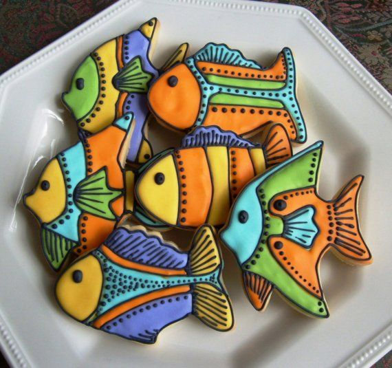 Fish cookies - Yes, these are art. I'm sharing this because I was just remembering last night the times when I was a fish geek and use to make gingerbread fish cookies as detailed as these!