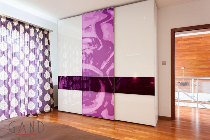 Ντουλάπα συρόμενη με εκτύπωση στις πόρτες σε όποιο σχέδιο θέλετε πάνω σε γυάλινη επιφάνεια... Δείτε περισσότερα εδώ... http://www.epiplagand.gr/ntoulapes/digital/