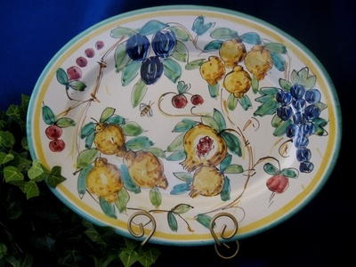 Frutta Bumblebee pattern from Vietri, serving platter