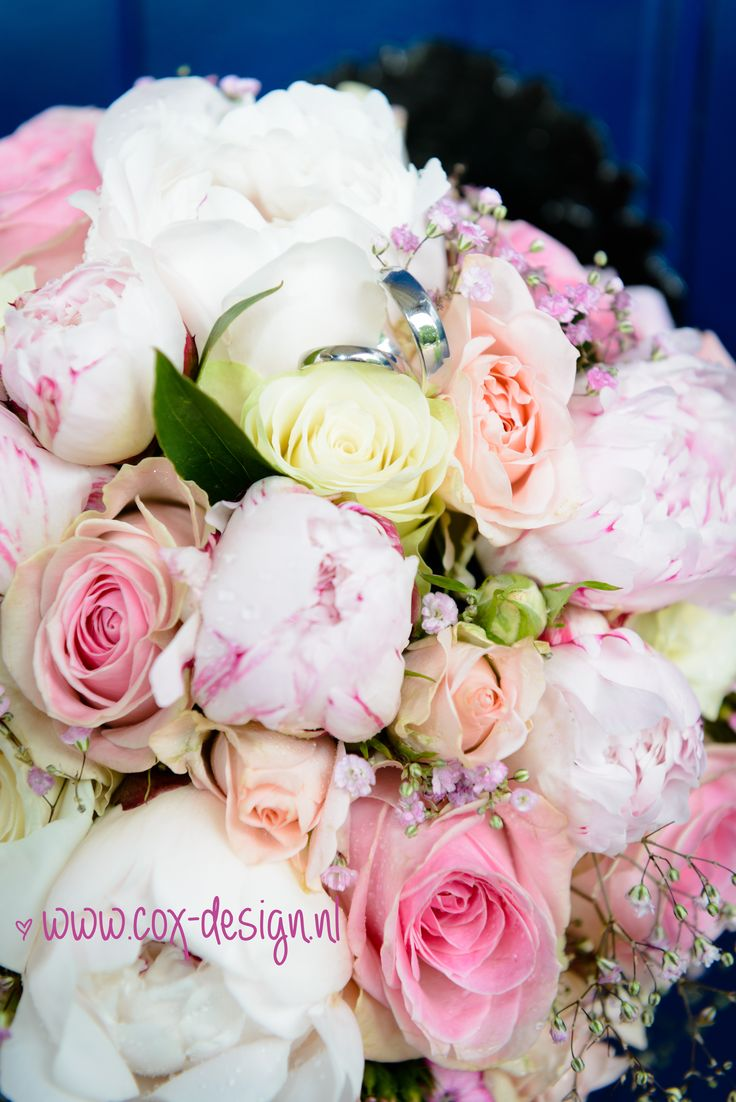 Gorgeous romantic summer bridal bouquet with roses, peonies and pink baby's breath