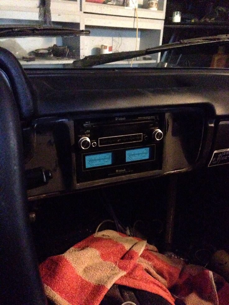 Mcintosh mx406 with MPM 4000 meters, with a Mcintosh Mc440m amp with Morel 3 way components on my 1982 toyota...