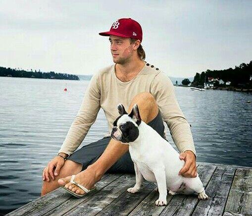 Tampa Bay Lightning: Victor Hedman and a dog