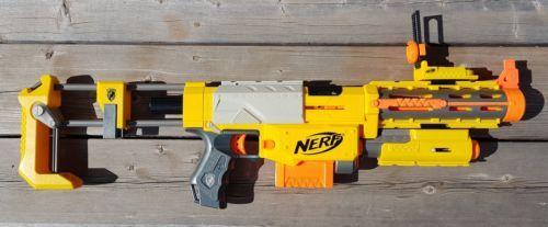 NERF N-Strike Recon CS-6, Flip Sight, Tact Light, Barrel Ext., Stock, Clip+Darts