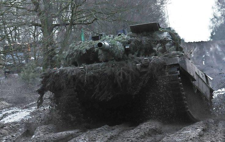 """Leopard II A6 under övningen """"Grantiger Löwe 2015"""". Leoparder är något som även återfinns inom svenska Försvarsmakten i form av de modifierade versionerna stridsvagn 121 och 122. Tysk materiel håller en hög klass, varför många inklusive jag själv gärna importerar den."""