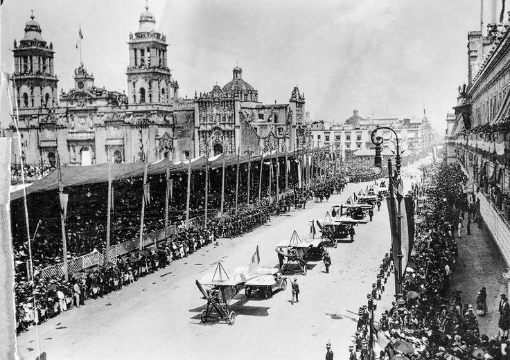 Zócalo, desfile del centenario de la independencia, 27 de septiembre de 1921.