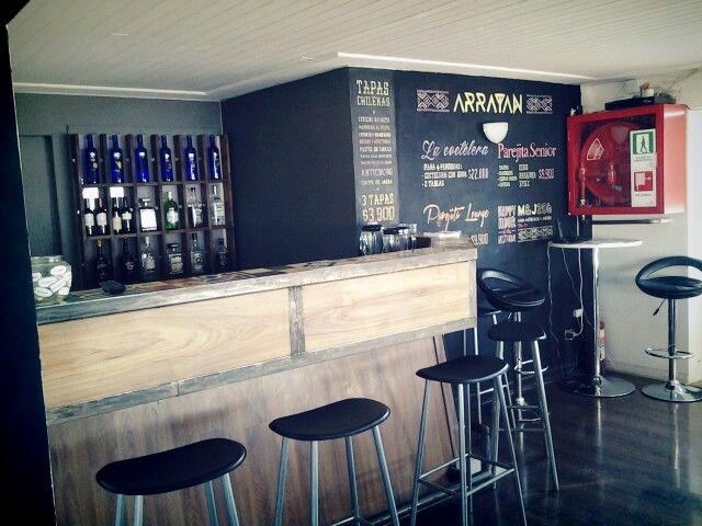 """Zona del bar del Restaurante Arrayan con nueva pizarra """"blackboard"""" con todas nuestras mejores ofertas de tragos y tapas"""