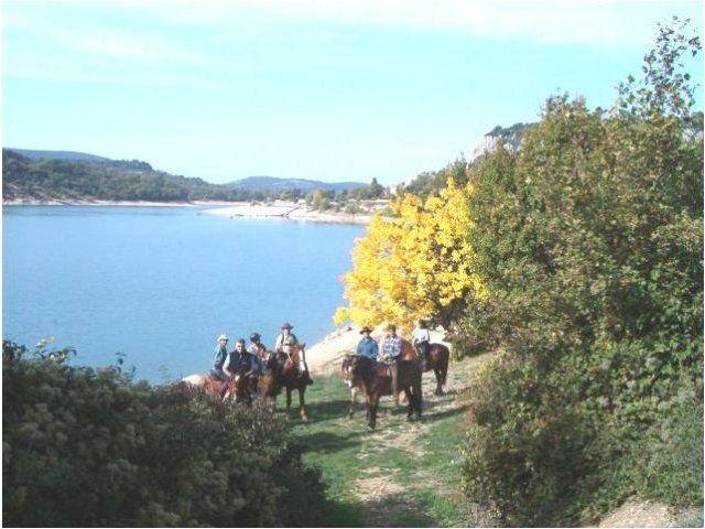 Randonnées des lacs, j'offre: http://www.web-commercant.fr/cheques/loisirs/regusse-83630/ferme-equestre-du-puits-de-riquier-club/724-randonnees-des-lacs