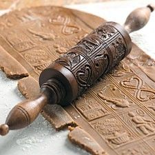 Hungarian honey ginger bread or mézeskalács, with pattern roller