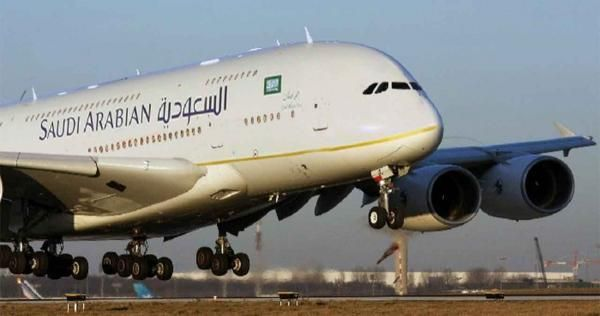 بعد حظر الطيران السعودية تعلن عن قرار عاجل وجديد بشأن سفر الأجانب والوافدين خارج المملكة Passenger Jet Passenger Aircraft