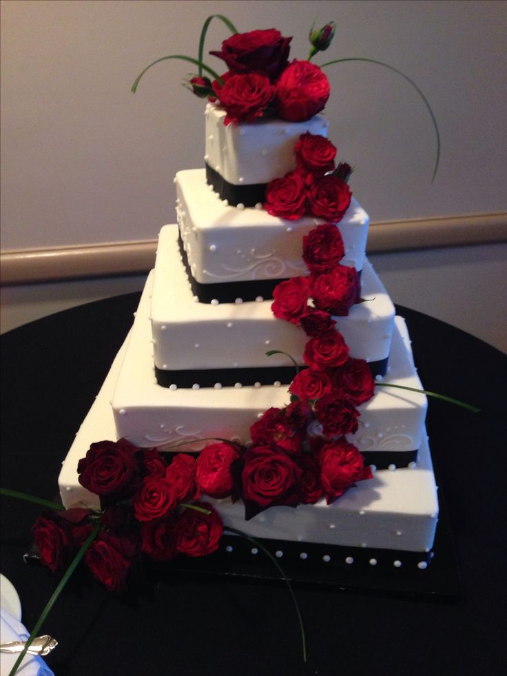black white wedding cake with red roses scenes from an italian wedding singer pinterest. Black Bedroom Furniture Sets. Home Design Ideas