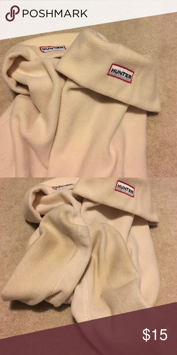 Hunter fleece welly socks/boot liners Hunter fleece boot liners in cream. In great condition with some discoloration on the bottoms from use. Size ML (women US size 8-10, men US size 7-9). Hunter Accessories Hosiery & Socks