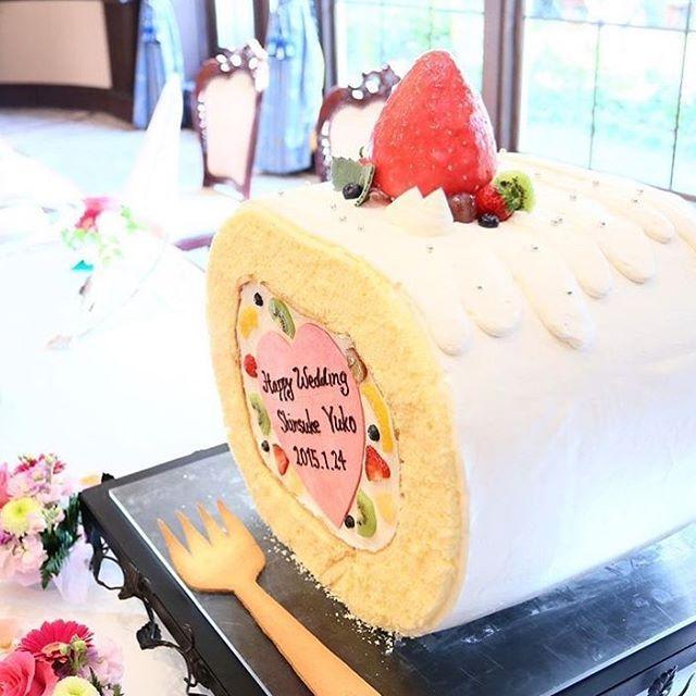 ⋆*❁  こんな#ウェディングケーキ 見たことありますか?  とーーっても大きな、#ビッグロールケーキ です✨  .  #ロールケーキ のウェディングケーキってだけでも  珍しいのに、ここまで大きいと、  とにかくインパクト抜群  .  断面にはハートプレートや、  カラフルなフルーツが見えているのが可愛い  .  美味しくって楽しい#結婚式サプライズ ✨  .  photo by @angelica_notre_dame .  #ビックフラワー #花嫁 #プレ花嫁  #結婚式レポ  #結婚準備 #結婚式  #結婚 #結婚式準備  #披露宴 #プロポーズ #婚約 #卒花 #卒花嫁 #marry #marryxoxo #2017夏婚 #2017冬婚 #2017秋婚 #2018春婚 #2018夏婚 #2018秋婚