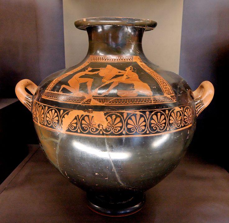 Kalpis komastes, ca. 500 a.C., collezione Campana. Museo del Louvre, Parigi. Kalpis: piccolo vaso a forma di anfora, utilizzato anche come urna cineraria.
