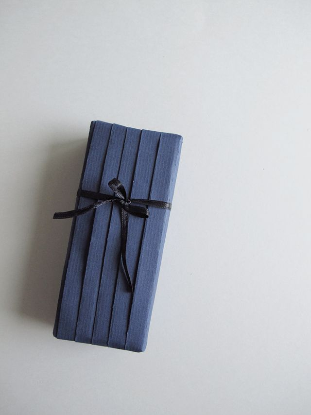 DIY – GIFT WRAPPING WITH JAPANESE PLEATS