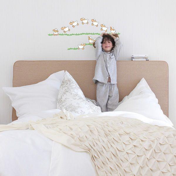 Nuevos adhesivos y franjas decorativas para decorar habitaciones infantiles, sencillo de colocar. Más información en http://papelpintadobarcelona.com/2015/02/09/stickers-infantiles-y-franjas-decorativas/