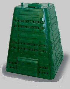 """Kompostownik Termo 720 dla najbardziej wymagających. Nadaje się doskonale do dużych ogrodów oraz tam, gdzie jest dużo materiału do kompostowania. Z pewnością pomoże rozwiązać problem skoszonej trawy czy opadających liści jesienią. Jest to prawdopodobnie największy """"zamknięty"""" kompostownik dostępny na polskim rynku. Model stosunkowo nowy, lecz już sprawdzony w praktyce."""