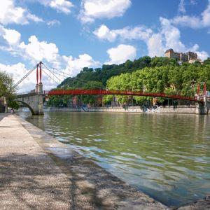Préparez votre séjour tourisme à Lyon : week-end, vacances en famille, congrès et séminaire. Réservation en ligne de votre hôtel, restaurant, loisirs, week-end.