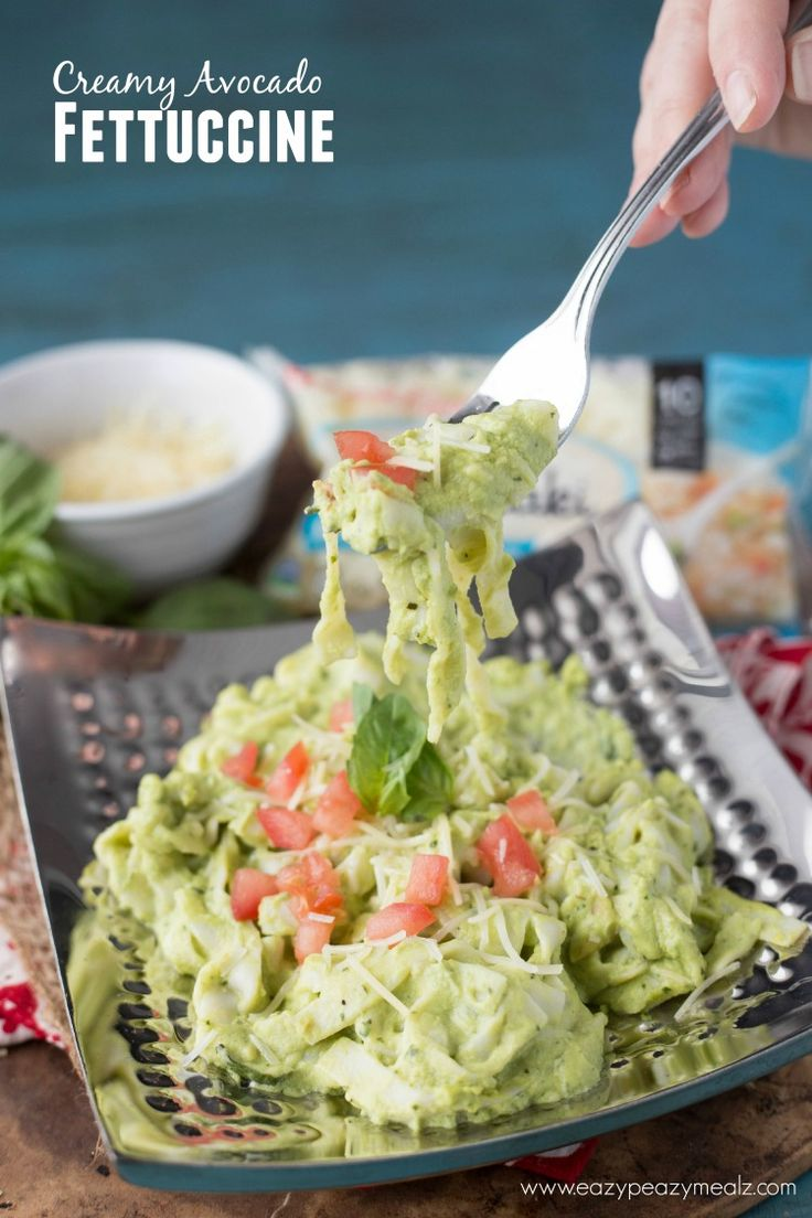 A light and creamy avocado fettuccine pasta made with gluten free, non-gmo, dairy free noodles! Creamy Avocado Fettuccine #ad -Eazy Peazy Mealz