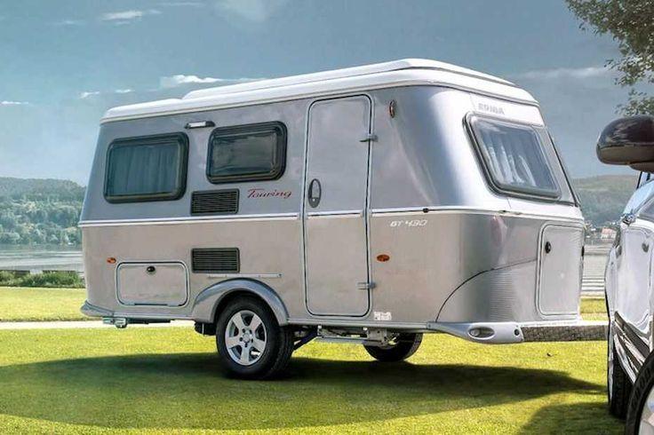 Eriba Touring   Dieser Wohnwagen wirkt nicht nur klassisch, seine form ist es auch. Seit 1958 wird der Eriba Touring in ähnlicher Form gebaut, wobei der Hersteller es nicht versäumt hat, ihn modern zu halten.