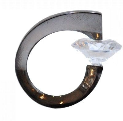 The unusual 'award winning' pressure setting used for this ring, is what makes it so eye-catching.  £470