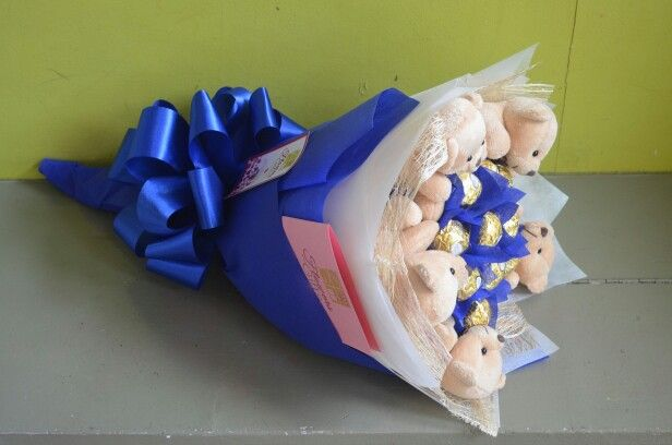 12pc blue theme chocolate bouquet