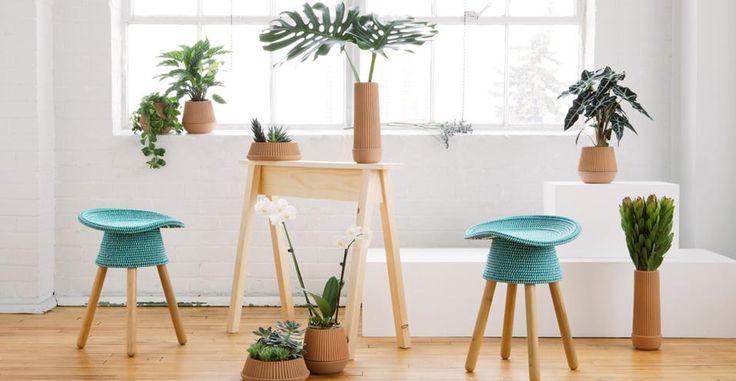Umbrashift Collezione Pleated Vase di Umbrashift. Comprende una serie di vasi dalle forme gemetriche differenti. Ogni pezzo è fatto a mano in terracotta. Design: MSDS
