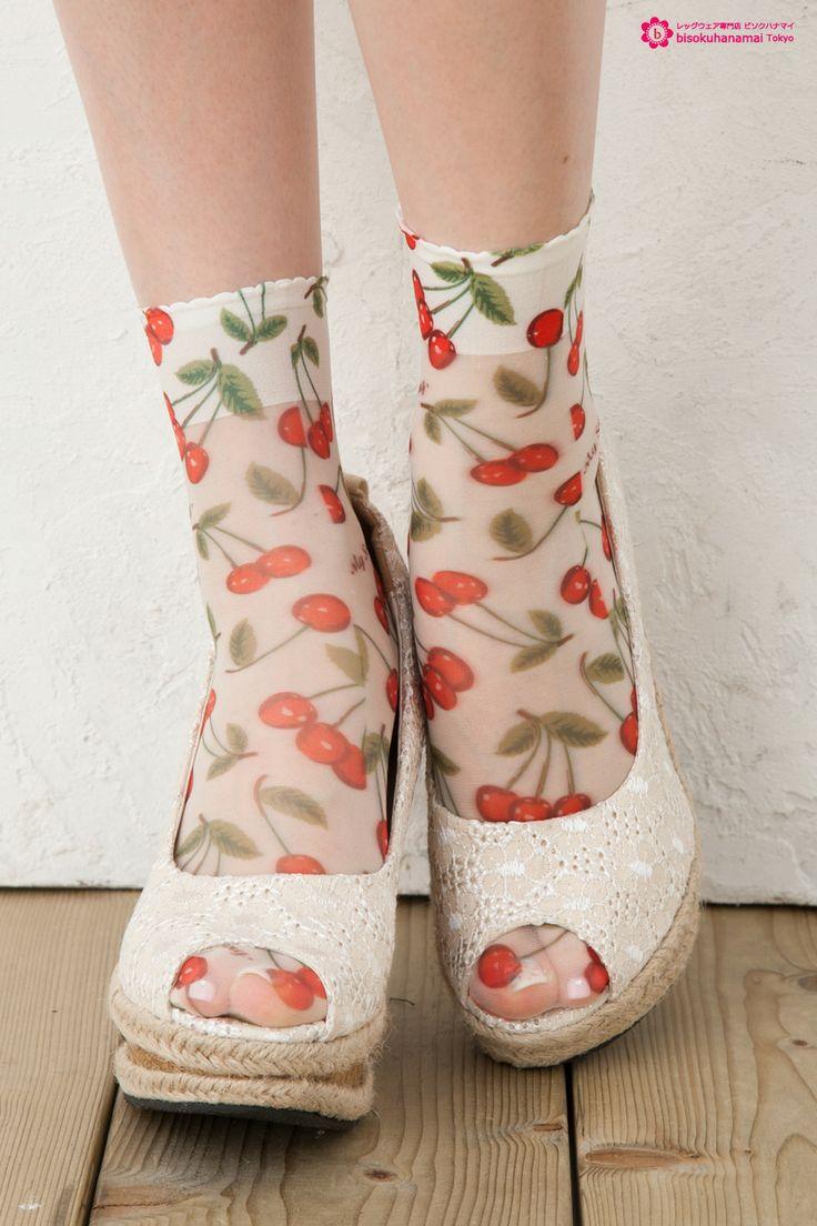 Cherry print socks CREAM JPY333(without TAX)