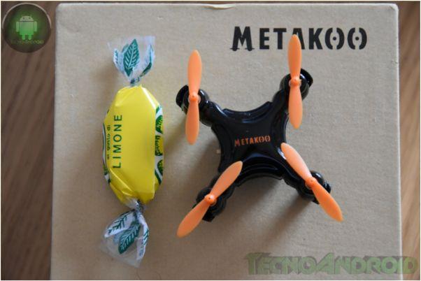 Mini drone ovvero un quadricottero che sta in una mano con tanto di controller per giocare e divertirsi sia dentro casa che fuori. In arrivo su Amazon a 26€