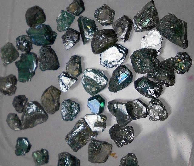 The colors seen in moissanite from the Mount Carmel area of northern Israel range from dark blue to light green.