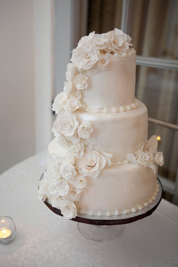 i LOVE this cake style! too bad nathan didn't...so we compromised. after all, it's our wedding. oh well.