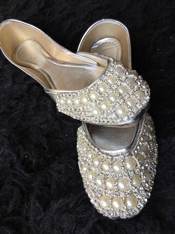 how to wear flat shoes to a wedding