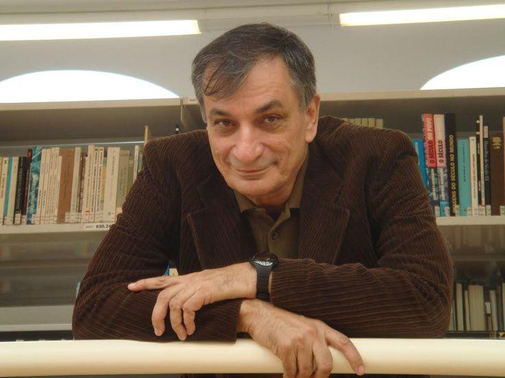O Oi Futuro Ipanema recebe no dia 22 de outubro Antonio Cicero, que apresenta a série de palestras-show sobre poesia, com entrada franca.