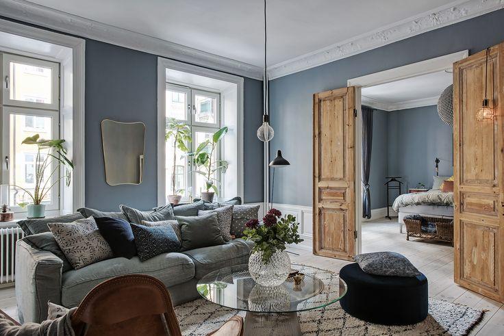 Vaarwel witte muren, hallo romantisch blauw! We zien steeds vaker een blauwe tint op de muur…