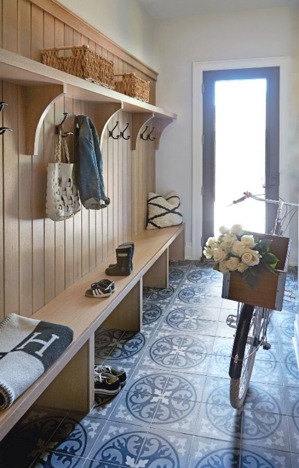 Foyer Storage Zone : Isn t this the prettiest and most clever use of a back