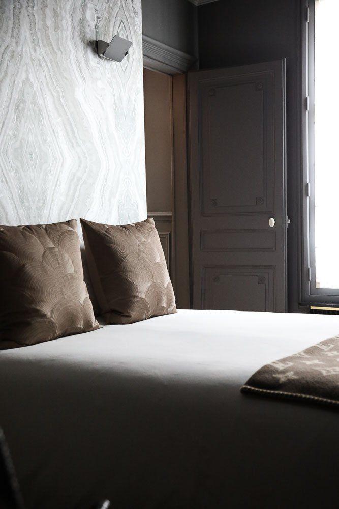 Chambre Plaid Louis Vuitton Papier peint marbré Appartement Paris David Chaplain et Alexandre Roussard