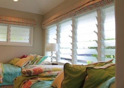 """Renovated Hawaii """"Surf Shack"""" Catches the Breezes"""