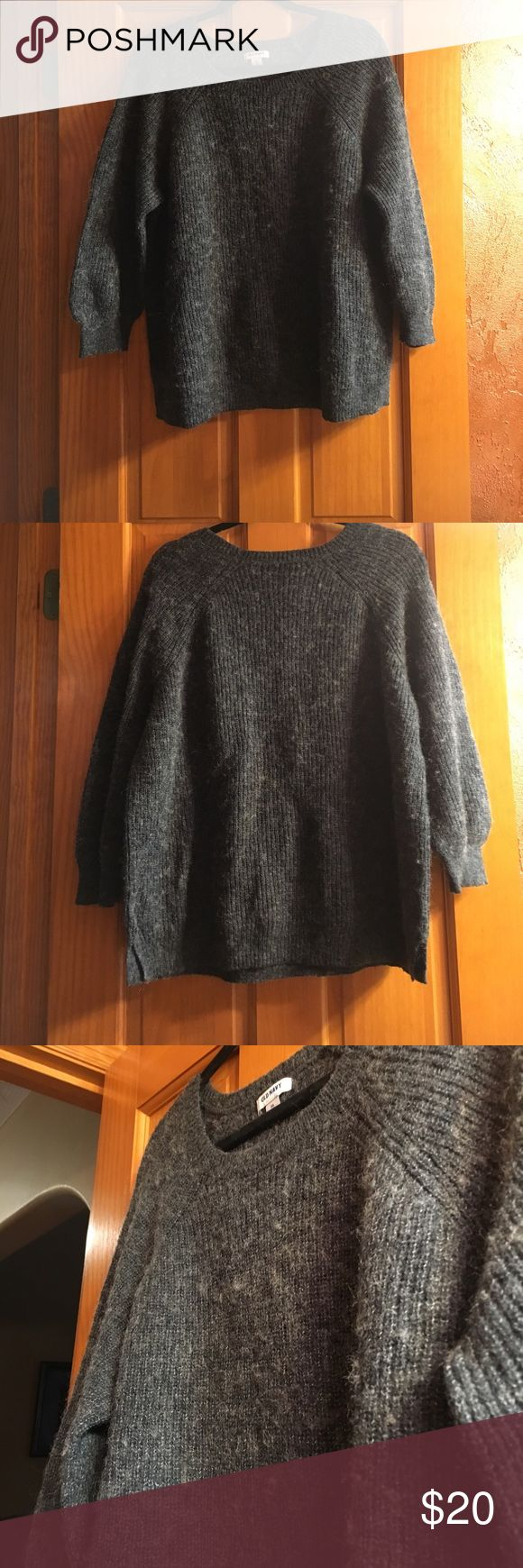 Gray Old Navy Sweater Gray Old Navy Sweater! Size: XXL {51% Acrylic, 25% Wool,& 24% Nylon} Great Condition! Super cute for fall and winter! ☃️🍂 Old Navy Sweaters Crew & Scoop Necks