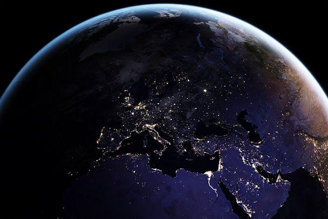 Eropa dan sekitarnya saat malam hari. Kredit: NOAA   SpaceNesia - Para ilmuwan di lembaga pemantau samudera dan atmosfer AS (NOAA) baru-...