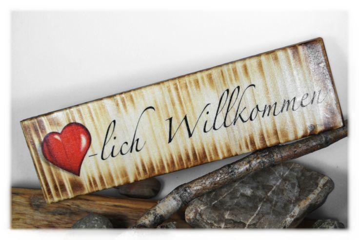 Herzlich+Willkommen+/+Foto+auf+Holz+von+DaiSign+auf+DaWanda.com  Schild Holzschild Shabby vintage Willkommen Türschild Ostern Geschenk Geschenkidee