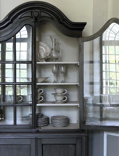 vaisselier gris noir~