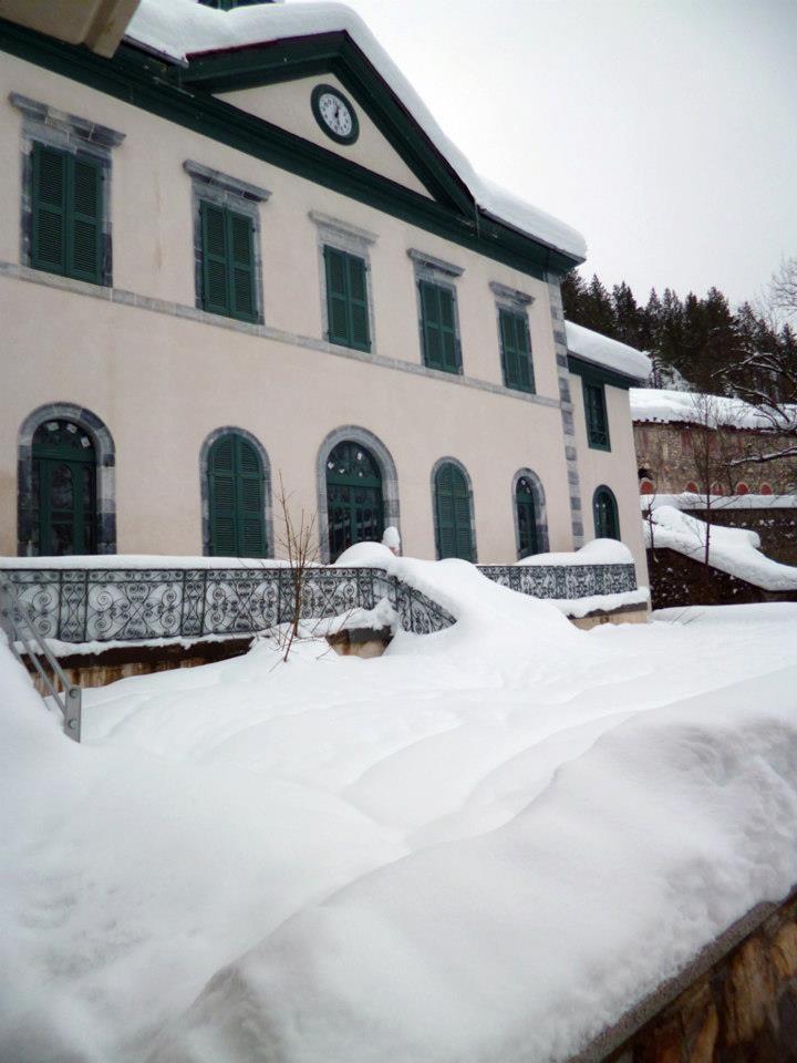 Enterrados bajo la nieve en el Balneario de Panticosa ;D