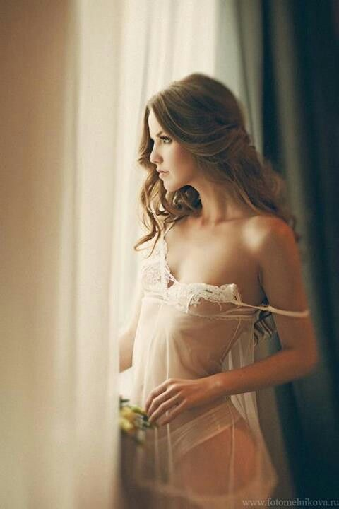 Robyn Lawley #boudoir- love the slip & softness of the pose http://news.globalintimatewear.com/GalleriesVideos/10523/Robyn_Lawley_in_Cosmopolitan_Australias_October_Issue.html