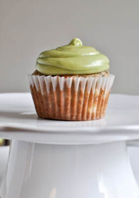 Brown Sugar Banana Cupcakes with Avocado Buttercream Frosting | howsweeteats.com