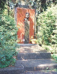 La tomba al cimitero di Novodevičij a Mosca