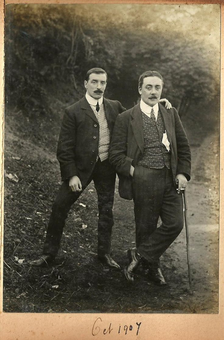 Two sharply attired gentleman, 1907. Patterned waistcoats, also Toulouse wears checked trousers.