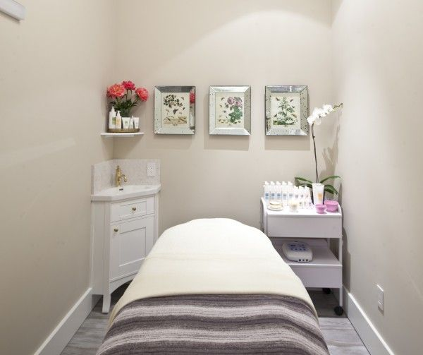 Queen Bee // Spa treatment room //massage therapy // esthetician // esthetics // skin care // treatment room
